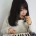 MIDIキーボードと鍵盤ハーモニカを勘違いする女性