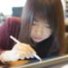 iPadでお絵かきをする女性