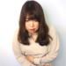 急な腹痛に襲われる女性