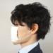 布マスクを着用する男性の横顔